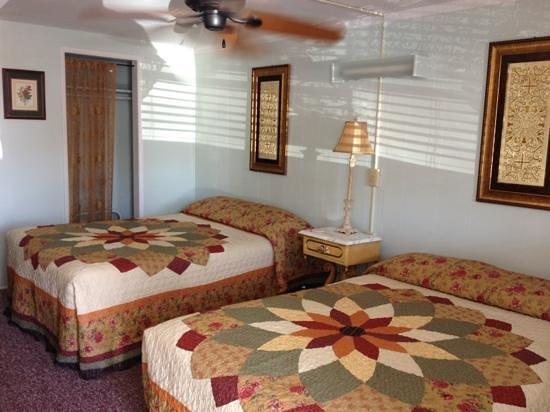 Crosswinds Motel & Cottages: Simple, quaint & cozy ��