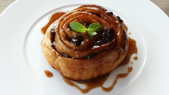Vanilla Pod Restaurant : Vanilla Infused Cinnamon Roll with Honey Glaze