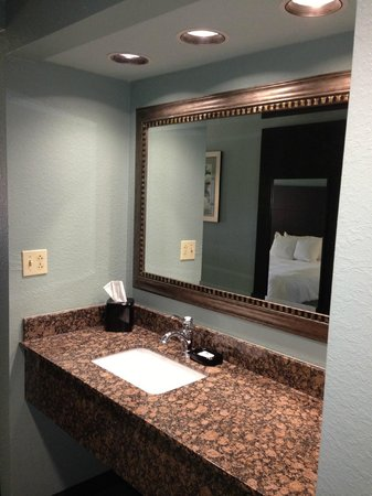 Hampton Inn St. Simons Island: Hallway Granite Counter with Sink
