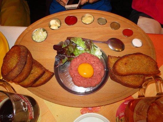 Restaurace U Pomniku: Steak tartare