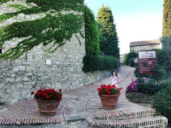 Il Borgo di Vescine - Relais del Chianti: ingresso del borgo