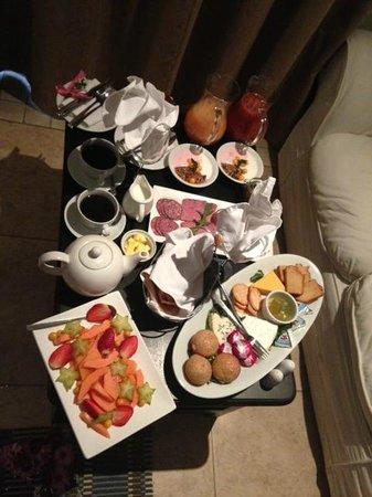 Stillpoint Country Manor : Breakfast in Bed - Just cold stuff, also got warm breakfast