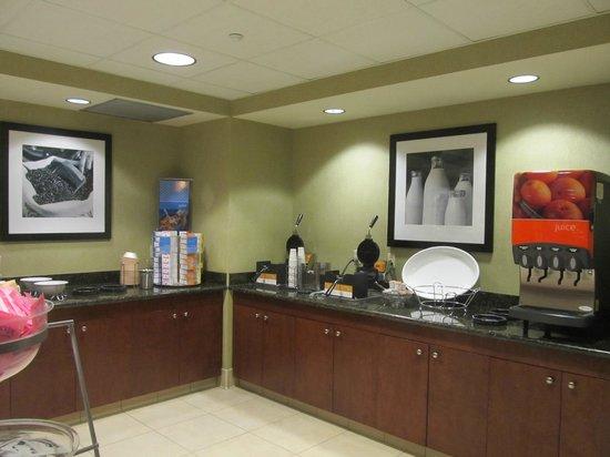 Hampton Inn & Suites Seal Beach: Self-serve Belgian waffles