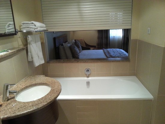 City Lodge Hotel Johannesburg Airport - Barbara Road: The tub
