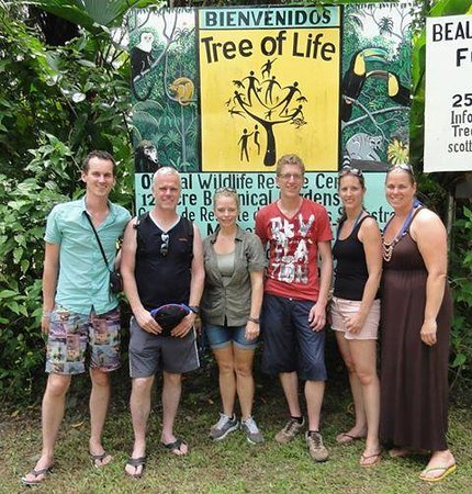 Tree of Life Wildlife Rescue Center and Botanical Gardens: Our vist with in the middle the dutch owner Patricia