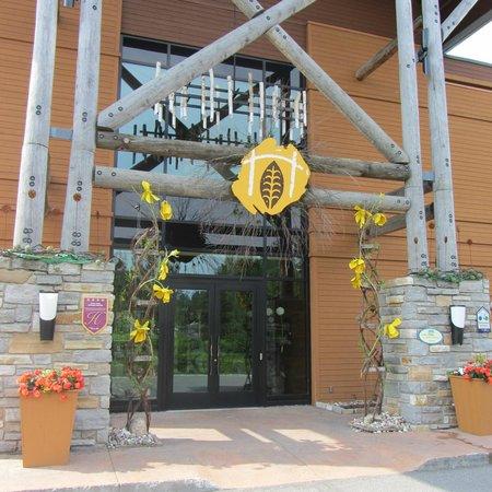 Hôtel-Musée Premières Nations: hotel entrance