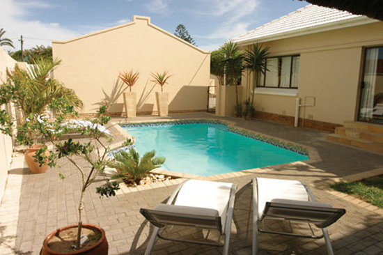 Palm Beach Guesthouse : Pool area