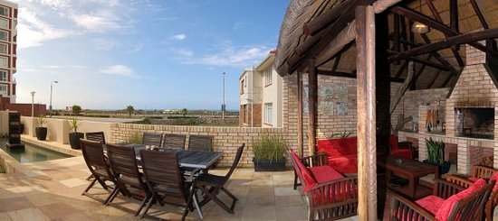 Palm Beach Guesthouse: patio and braai area
