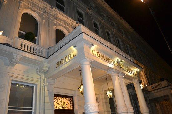 Commodore Hotel: Hotel Entrance