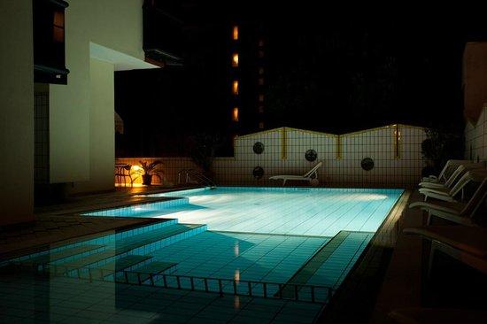 Santa Lucia: Piscina in notturna