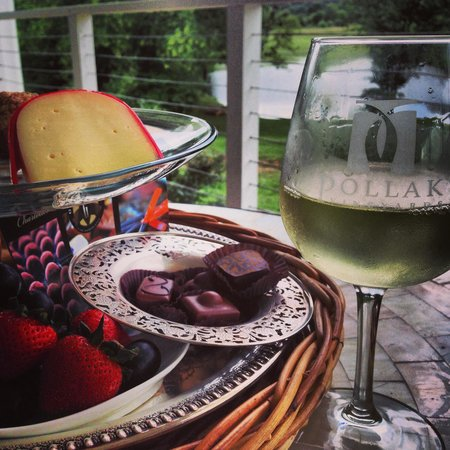 Monticello Appellation Wine Tours : Our provided lunch, all locally sourced.