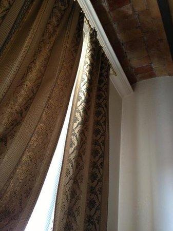 Il Piccolo di Piazza di Spagna: tendaggi e soffitto