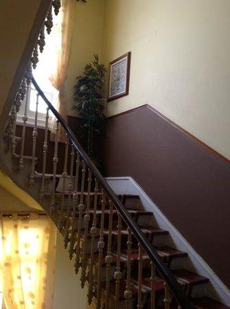 Hotel Aguila: Escaleras de subida a habitaciones