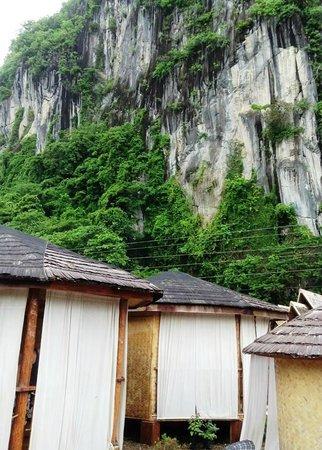 Sei Nazioni Cottages: Cottages against the amazing cliff backdrop