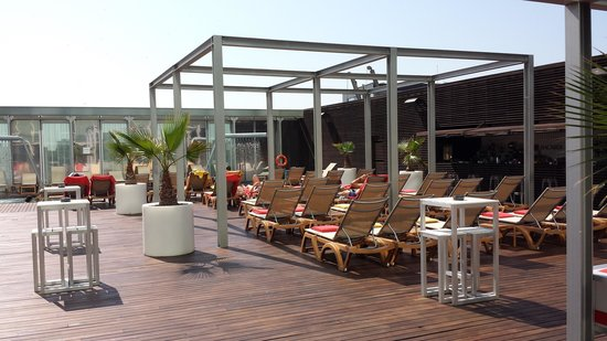 Melia Barcelona Sky: la piscina