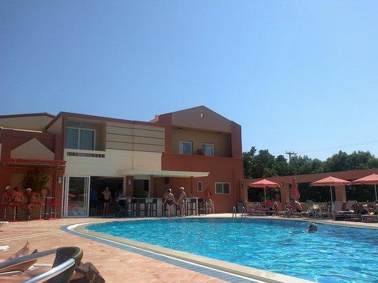 Castro Beach Hotel: piscina