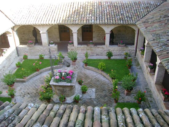 San Damiano: il chiostro
