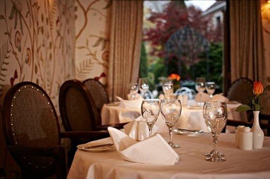 Greenhills Country Restaurant: Greenhills Restaurant at dusk