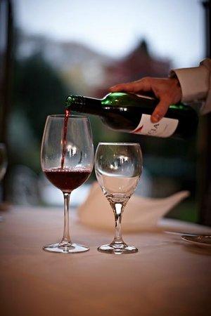 Greenhills Country Restaurant: Fine wine