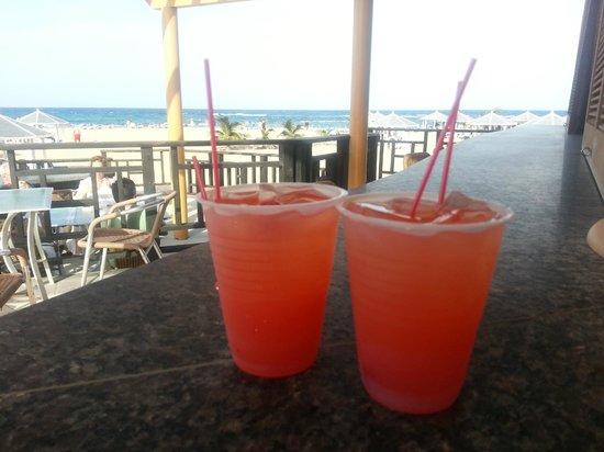 St. Kitts Marriott Resort & The Royal Beach Casino: Tasty Pool Side Daily Happy Hour