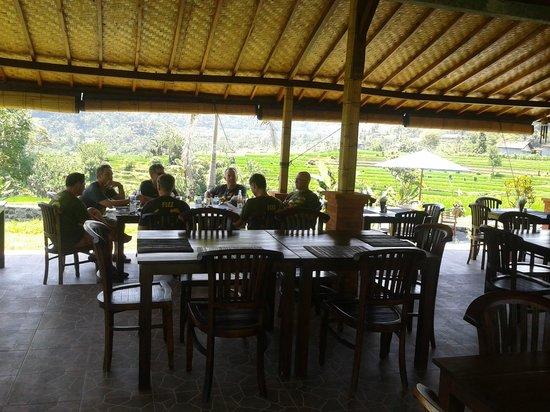 Warung Telaga Sidemen: Small Group of australian having foods