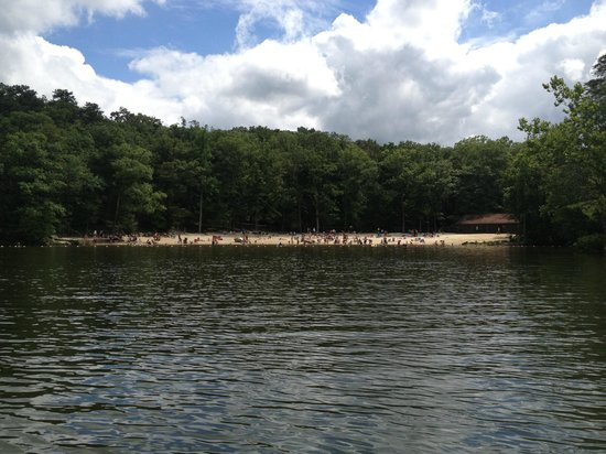 Berkeley Springs, Virginia Occidental: Lake and beach area