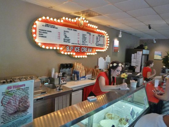 Zoey's Café and All Natural Ice Cream: Interior  July 2013