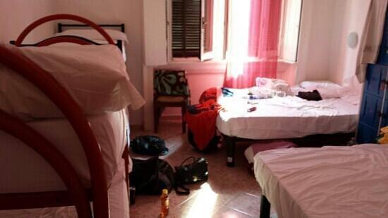 Hostel California: 8 girls room
