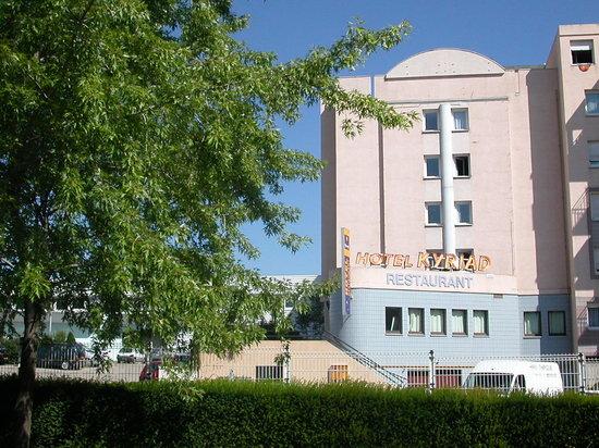 Kyriad Saint Etienne Centre : L'Exterieur