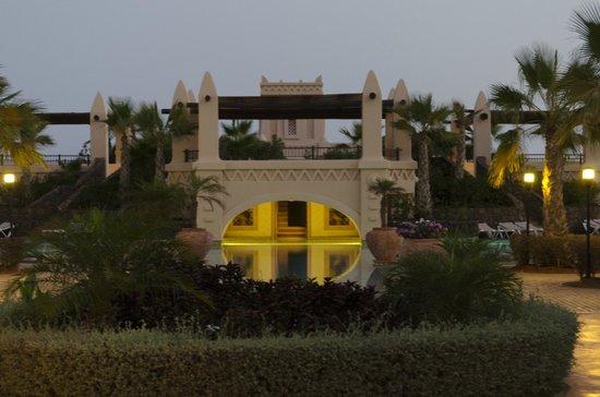 Main pool photo de hotel riu touareg santa monica for 11 marine terrace santa monica