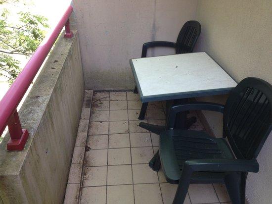 Citadines Geneva Ferney-Voltaire : Balcony: Fancy a drink?!