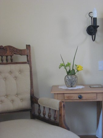 Spring Cottage Bed & Breakfast: Bedside chair