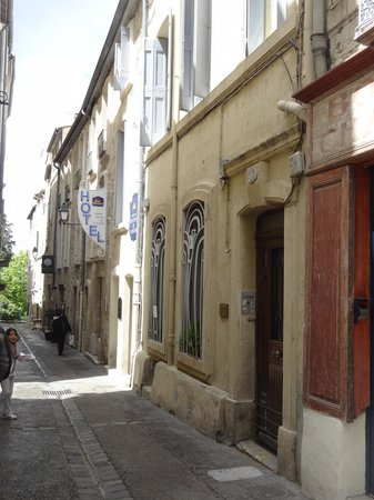 Best Western Hotel Le Guilhem : Rua do Hotel