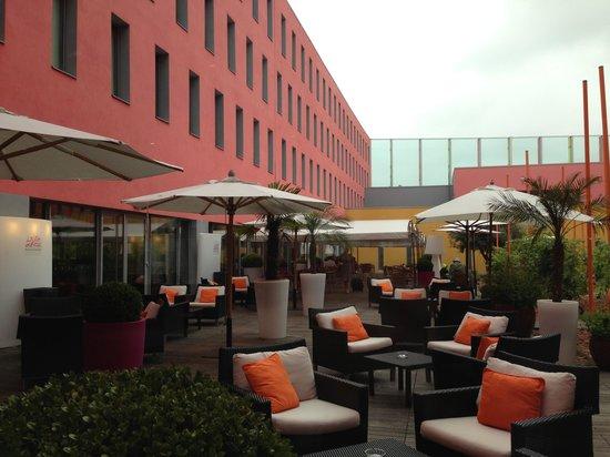 Radisson Blu Hotel, Toulouse Airport: Courtyard