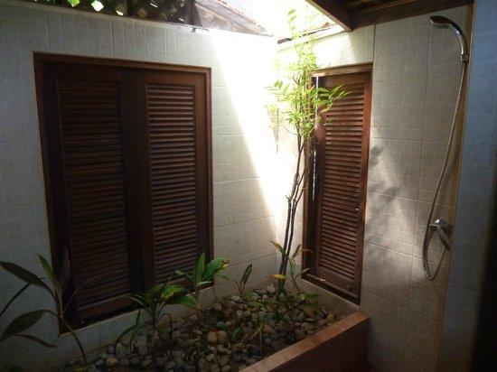 Searine Samui Boutique Resort: Douche sous semi verriere
