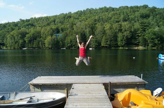 Hotel-Motel Le Boise Du Lac: Jumping for Joy while staying @ Le Boise Du Lac