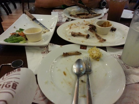 Bigby's Cafe: it was soo goood i was only able to take a picture of our wiped out plates... no left overs!