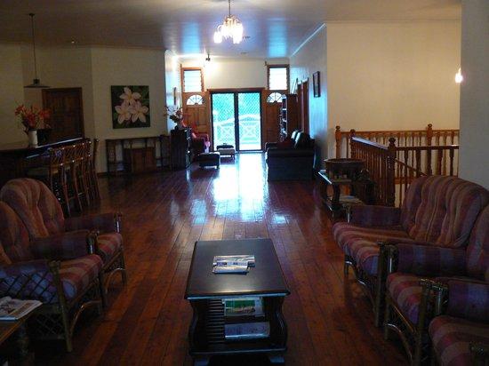 Lynn's Getaway Hotel: Upstairs common area