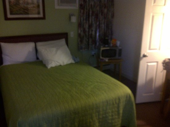 Coastal Inn Antigonish : Standard room with double bed