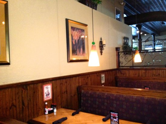 Harry's Seafood Bar and Grille: warm lighting