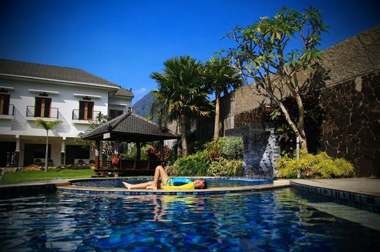 Hotel Sumber: My daughter enjoying the pool