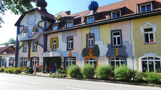 Art Hotel Neuberg: von Außen ein HINGUCKER
