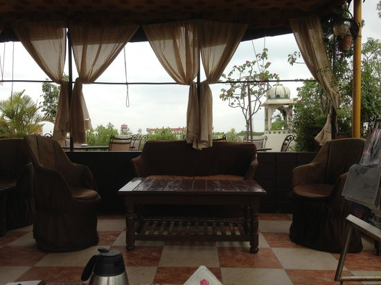Sunder Palace Guest House: restaurant terrasse