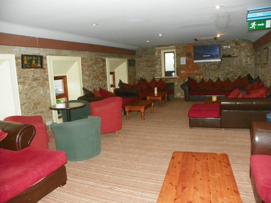 Newgrange Lodge: TV - Games - Library function room, well stocked and clean