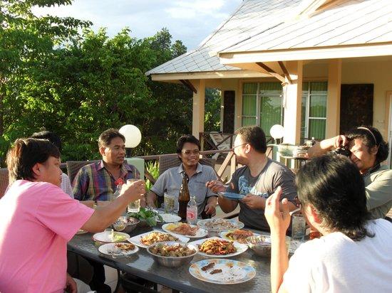 Jutamard Khaoyai Resort: อาหารไม่แพงและอร่อยมากครับ