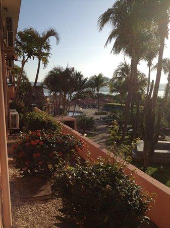 Flamingo Marina Resort : Tiene buena vista a la bahía, pero la playa queda a 10 minutos a pie.