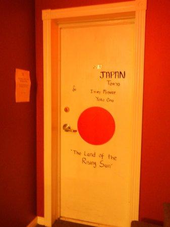 HI-Halifax Heritage House Hostel: Door