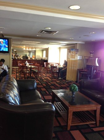 Quality Inn and Suites: Lobby - very spacious and comfortable