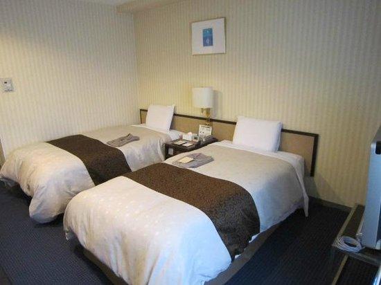 Hotel Sunroute Kyoto : ベッド