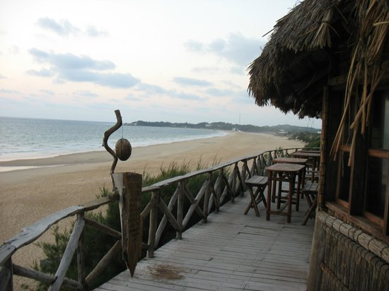 Bamboozi Beach Lodge: View of Tofo beach from the restaurant.